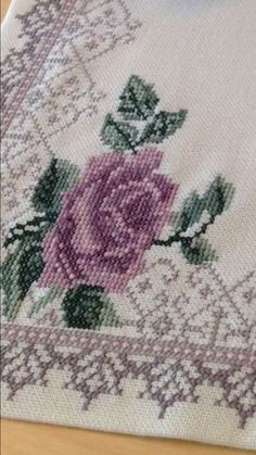 This Pin was discovered by rah Cross Stitch Rose, Cross Stitch Borders, Cross Stitching, Cross Stitch Patterns, Shag Rug, Diy And Crafts, Projects To Try, Embroidery, Flowers