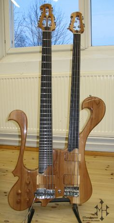 DOUBLE NECK BASS GUITAR -body/top : mahogany/apple tree -necks/fingerboards : heat treated maple/ebony -upper neck : fretless 4-string  -lower neck : 6-string with 36 frets + vibrato bridge on D-, G- & C-strings