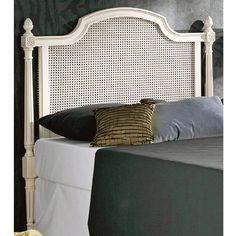 Cabecero de cama con rejilla y realizado en madera de haya maciza. Para dormitorios de matrimonio con muebles estilo vintage y también dormitorios juveniles. Más info en www.tudecora.com