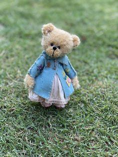 Hand made 12 cm mohair bear Felt Mouse, Little Kitty, Australian Artists, Animal Crafts, Felt Crafts, Needle Felting, Wool Felt, Sheep, Bears