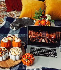 Harry Potter Filmabend Source by miacosmaboeer Halloween Chic, Photo Halloween, Happy Halloween, Halloween Makeup, Halloween Night, Halloween Inspo, Halloween House, Funny Halloween, Halloween Costumes