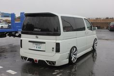 Meihan -Van life – Engineered to Slide Japanese Love, Japanese Cars, Volkswagen Transporter T4, Nissan Elgrand, Toyota Hiace, Hot Cars, Van Life, Super Cars, Engineering