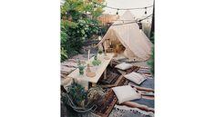 Décoration bohème : 15 idées pour l'adopter à l'extérieur Moroccan Chandelier, Moroccan Lighting, Moroccan Design, Moroccan Decor, Visit Morocco, Deco Boheme, Backyard, Patio, Bohemian Decor