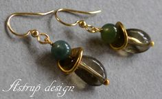 A lovely green jade bead and a smoke quartz bead with a gold plated spacer bead on gold plated ear hooks.   Jade is 6 mm, smoky quartz is 12mm total l