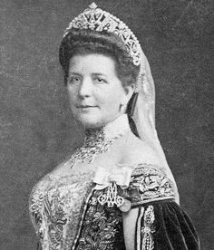A close up of Countess Irina Keller, wearing her belle epoque tiara with the Court Dress of Imperial Russia, pre 1917. A kokoshnik tiara of scrolling diamond motifs, topped with button pearls.