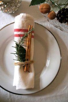 お箸だってこのとおり。料理やデコレーションであまったハーブや葉っぱを麻ひもでくるり。