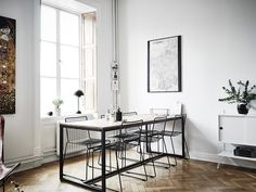 I think old fishbone flooring (or herringbone) is the most beautiful flooring a place can have. Combined with the leather butterfly chair and a String desk corner, this apartment combines many of my favorite things. via Entrance Makleri Scandinavian Interior Design, Scandinavian Home, Bertoia, Estilo Interior, Gravity Home, French Chairs, Butterfly Chair, Interiores Design, Dining Area