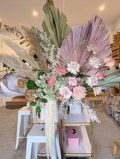 Large Flower Arrangements, Wedding Arrangements, Palm Wedding, Floral Wedding, Deco Floral, Floral Wall, Dried Flowers, Paper Flowers, Flower Installation