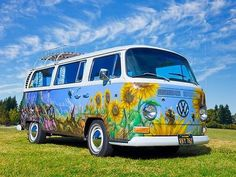paint schemes and clouds Painted up Hippie Volkswagen Bus Vintage Volkswagen Bus, Vw T1, Vw Vanagon, Bus Art, Combi Vw, Mens Toys, Best Muscle Cars, Vw Camper, Campers