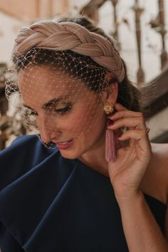 Inbox Guest Look: Blaue Nacht Uncategorized - Hochzeitskonfessionen - hannah Turbans, Turban Headbands, Knot Headband, Headband Hairstyles, Wedding Hairstyles, Personal Beauty Routine, Beauty Routines, Fascinator Hats, Headpiece