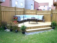 nice idea for a corner deck in small yard