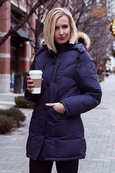 The Women's Classic Smart Parka 1.0 winter coat is perfect blend of class and style for winter outings.