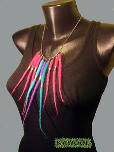 Kawool: [Colar] F #9 - felt bracelet with metal elements; Colar em feltragem tradicional com aplicação de peças metálicas.