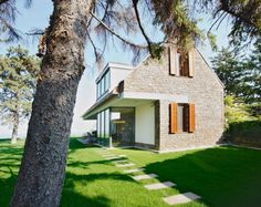 Holiday cottage at the Lake Balaton - by László Mikó Architect