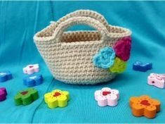 Knitting Amigurumi Miniature Bag Making Different Flowers, Summer Bags, How To Make Ornaments, Bag Making, Baby Knitting, Maya, Wicker, Piercings, Baby Shoes