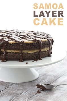 This low carb grain-free chocolate cake has caramel coconut frosting and chocolate drizzle. A fun take on the famous Girl Scout Cookie! via @dreamaboutfood