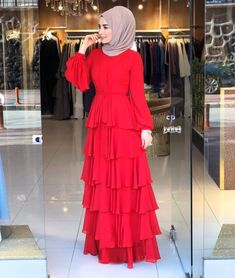 Modern Hijab Fashion, Muslim Fashion, Modest Fashion, Fashion Dresses, Hijab Dress Party, Hijabi Girl, Muslim Girls, Red Skirts, Fashion 2020