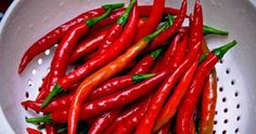Can cayenne pepper help your hair grow faster? Learn about cayenne and other ingredients that can have an impact on your hair growth and hair health. Can Hair Grow Faster, Grow Hair, Cayenne Pepper Plant, Cayenne Peppers, 7 Spice, Sweet Bell Peppers, Pepper Plants, Pepper Seeds, Green Fruit