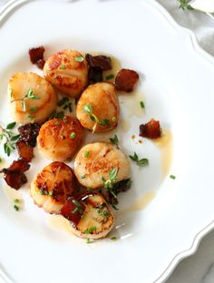 Maple Bacon Butter Seared Scallops is the perfect combination of sweet, salty, and a hint of spice. These scallops were seared into submission and bathed in this savory sweet butter. Shellfish Recipes, Seafood Recipes, Cooking Recipes, Cooking Food, Bacon And Butter, Sweet Butter, Bacon Scallops, Seared Scallops, Seafood Dishes