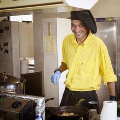 Младият креативен и амбициозен специалист се присъедини към екипа на Каза Арт в началото на Юли. За по-малко от месец Мирослав успя да интерпретира философията на Каза Арт по неповторим и завладяващ кулинарен начин.  Вдъхновен от концепцията на Каза Арт опитният готвач използва пресни здравословни продукти и свежите подправки от градината на Каза Арт.