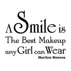 Billede fra http://www.nicewall.dk/images/wallstickers/a-smile-is-the-best-makeup-wallsticker-sort-p.jpg.