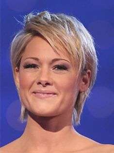 Trendy Hairstyle Helene Fischer Bob Photos - Bob Haircut hairstyle Helene Fischer Bob, A Bob haircut is a fairly decent and relatively low-maintenance soluti. Cool Short Hairstyles, Medium Bob Hairstyles, Short Bob Haircuts, Hairstyles Haircuts, Short Hair Cuts, Short Hair Styles, Kim Hair, Medium Long Hair, Platinum Blonde Hair