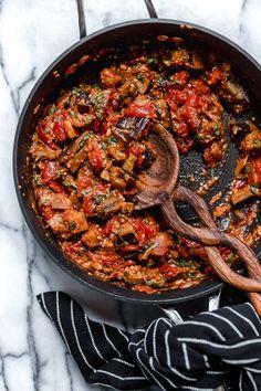Eggplant Tomato Recipe, Aubergine Recipe, Eggplant Pasta, Eggplant Dishes, Tomato Sauce Recipe, Eggplant Recipes, Sauce Recipes, Pasta With Aubergine, Pork Recipes
