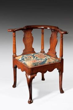George I corner chair (c. 1720 England) A George I period walnut corner chair the seat covered in early century needlework. Corner Furniture, Fine Furniture, Wood Furniture, Vintage Furniture, Antique Armchairs, English Interior, Corner Chair, Take A Seat, Occasional Chairs