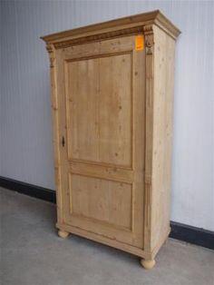 grenen kast met krijtverf  http://www.marktplaats.nl/a/huis-en-inrichting/kasten-buffetkasten/m661057670-brocante-antiek-oud-grenen-broodkast-buffetkast-nr-345.html?c=a2384ef0ece270f44503df9f8598c624=lr