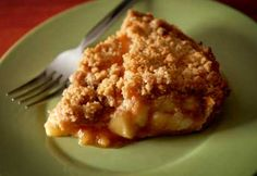 Looking for a apple crumble pie recipe? Get great family cooking recipes for kids and adults. Recipes for apple crumble pie are great to make with the whole family. Apple Crumb Pie, Delicious Desserts, Dessert Recipes, Desserts With Biscuits, Healthy Vegan Snacks, Stay Healthy, Crumble Recipe, Apple Recipes, Quiche