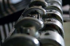 """Dettaglio della presa di pinza di macchina da stampa tradizionale tipografica Heidelberg """"Stella""""  Author: www.tipografialeone.net #tipografia #stampa #tipografica"""