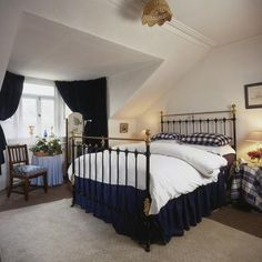 How to Fit a Mattress to an Antique Iron Bed