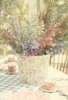 Spring table by lucia and mapp, via Flickr