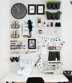 Tire a sua mãe do seu pé e dê um jeito no seu quarto com essas 18 dicas de organização para você que é bagunceiro. Acredite: organização pode ser mais fácil do que você imagina!