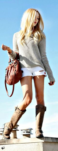 It looks like the torn white shorts look is in style. This would be a cute look for early fall. Looks Street Style, Looks Style, Style Me, Spring Summer Fashion, Autumn Winter Fashion, Summer Fall, Spring Time, Fall Fashion, Mode Rock
