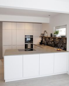 Stunning Modern Rustic Farmhouse Kitchen Cabinets Ideas – White N Black Kitchen Cabinets Küchen Design, House Design, Interior Design, Kitchen Interior, Kitchen Decor, Kitchen Cabinets Pictures, Townhouse Interior, Kitchen Ornaments, Elegant Kitchens