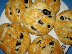 Painici cu masline. Doughnut, Sushi, Muffin, Pizza, Bread, Baking, Breakfast, Ethnic Recipes, Desserts