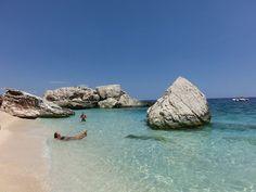 Hallo meine Lieben! Wir melden uns zurück - elf Tage Sardinien liegen hinter uns! Ein Land, das verspricht, was die Postkarten sagen. Gottseidank, denn die Erwartungen waren hoch. Unser Quartier war i