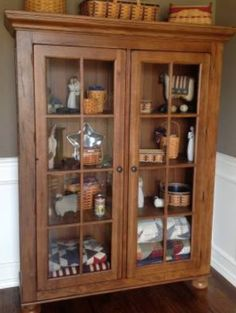 Lovely Broyhill Attic Heirloom Library Cabinet ❤️