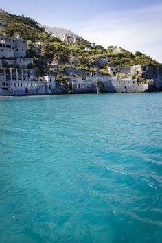 Lipari, Липа́ри — вулканический остров в Тирренском море, самый крупный и населенный из архипелага Липарских островов. Остров расположен в 44 километрах к северу от Сицилии и принадлежит Италии.  #lipari #italia #sicily #isoleeolie #sea #yacht #travel #nature #fotoolgavolyanskaya