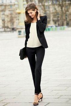 I love how simple and put together this look is.  Black and white business outfits for women   Chic Black And White Outfits To Wear  Pant suits 