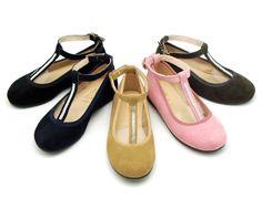 Tienda online de calzado infantil Okaaspain. Diseño y Calidad al mejor precio fabricado en España. Mercedita en piel serraje con forma de t, con cristales y cierre con hebilla. Envíos gratis en 24,48 horas laborables.