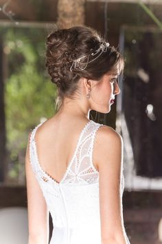 Especial para noivas: a proposta é um coque formado por mechas trançadas.