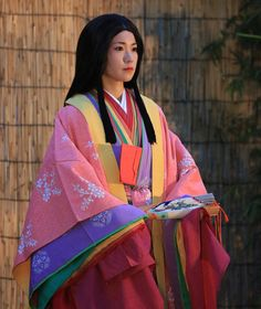 junihitoe heian robes: is that a plum-pink hitoe I spy?