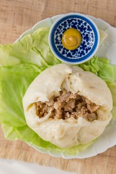 Recipe: Nikuman (肉まん a.a Baozi) is a Fluffy and Rich Steamed Meat Soft Buns which is the Japanese-Chinese Fusion Snack for Winter Comfort Food. Steamed Meat, Steamed Buns, Steamed Dumplings, Sandwiches, Baozi Recipe, Bun Recipe, Pork Buns, Asian Recipes, Ethnic Recipes