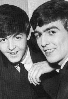 Paul McCartney and George Harrison- really cute picture! Paul Mccartney Beatles, All My Loving, Beatles Love, Good Day Sunshine, The Fab Four, Ringo Starr, George Harrison, Lady And Gentlemen, Great Bands