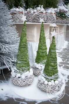 Most Beautiful Christmas Decoration Ideas For 2019 Christmas Decoration Ideas Live It Beautiful Outdoor Christmas, Rustic Christmas, Winter Christmas, Christmas Holidays, Christmas Wreaths, Christmas Ornaments, Beautiful Christmas Decorations, Handmade Christmas Decorations, Xmas Decorations