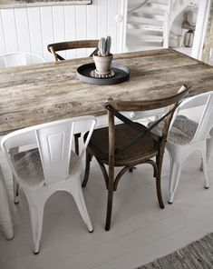 farmhouse dining room The best Dining Room Lighting Ideas Contemporary Lamps for a Modern Dining Room Decor Farmhouse Dining Room Table, Dining Chairs, Dining Table, Kitchen Tables, Dining Rooms, Esstisch Shabby Chic, Dining Room Wainscoting, Best Dining, Dining Room Lighting