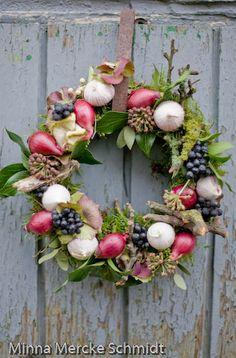 Swedish artist/florist/photographer  Plenty of ideas on her blog(Swedish/English)