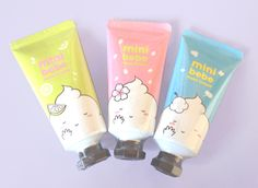 Portable cherry blossom scented hand cream from It's Skin. Keeps your skin moisturised, especially great for the chilly winter months. 30ml of product.